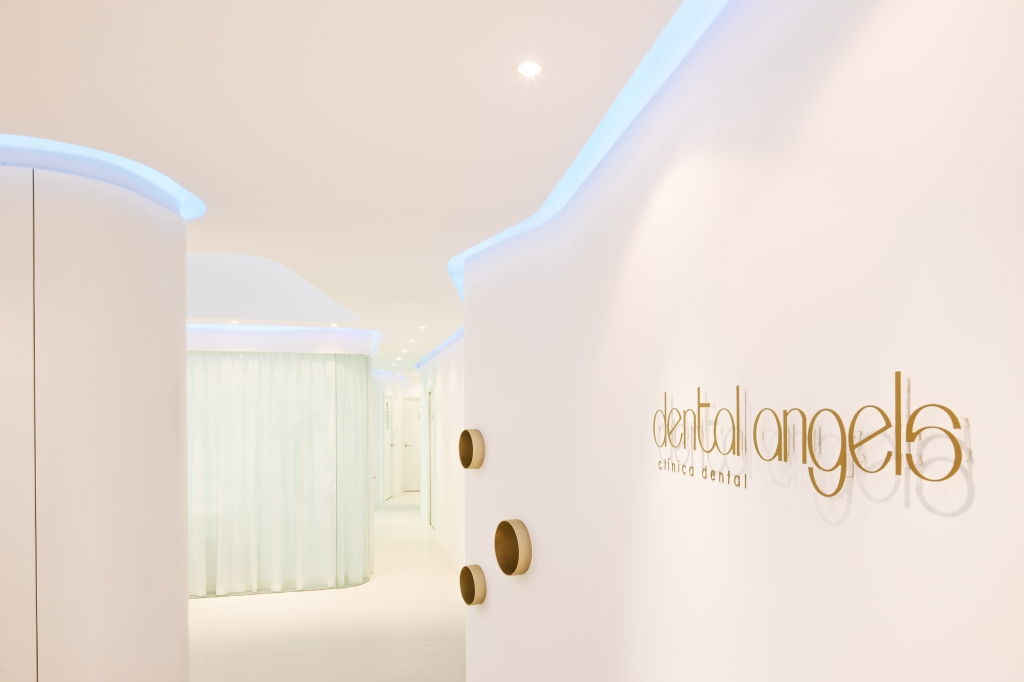 dental clinic interior design pictures with 922 Clinica Dental Barcelona on  besides Asavanant Dental Clinic Bangkonk Thailand 2 furthermore Fluid Web Dental Polyclinic together with Eyeclinics together with Dental Checkup Dr Anand Shenoy.