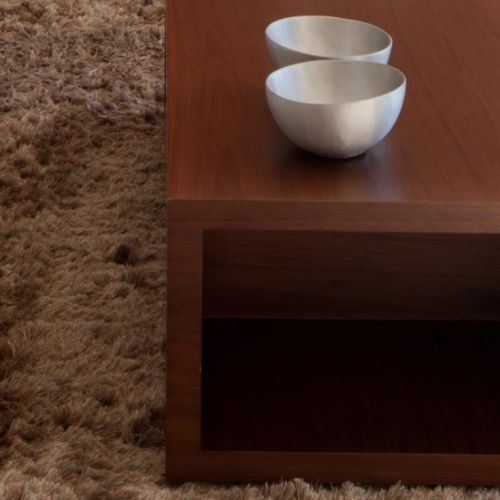 Central table with aluminium bowls